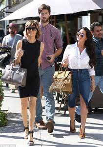 kyle richards hair extensions kyle richards and lisa rinna film the sixth season of