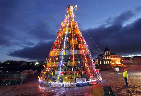 maine xmas lobster lobster ports create trees from traps the portland press herald maine sunday