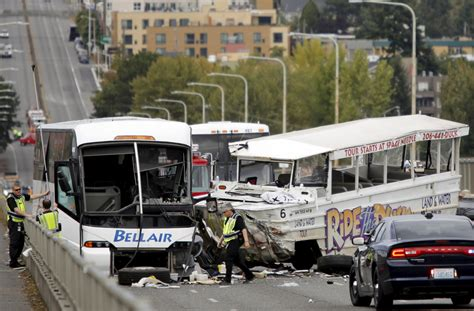 duck boat crash us at least four dead in seattle duck boat crash