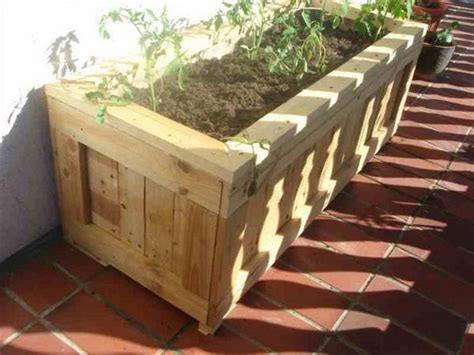 How To Make A Planter Out Of A Tire by Planter Boxes Out Of Pallets Recycled Things