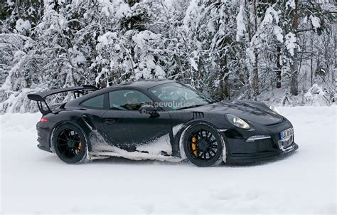 porsche 911 snow 2015 porsche 911 gt3 rs spied playing in the snow