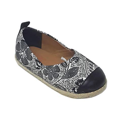 Sepatu Anak White Flower by Jual Caute Flower Black White Sepatu Flat Anak Perempuan