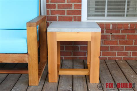 Diy Patio Side Table by Diy Outdoor Side Table 2x4 And Concrete Fixthisbuildthat