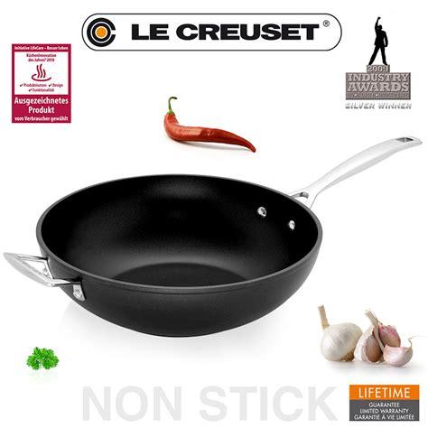 le crueset wok le creuset antihaft wok pfanne 30 cm le creuset