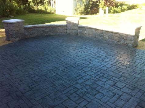 sted concrete patio with block seat wall with pillars