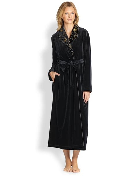 oscar de la renta robe oscar de la renta embroidered velvet robe in black lyst
