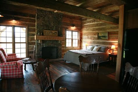 rustic guest cottage guest cabin rustic bedroom cabins barns pinterest
