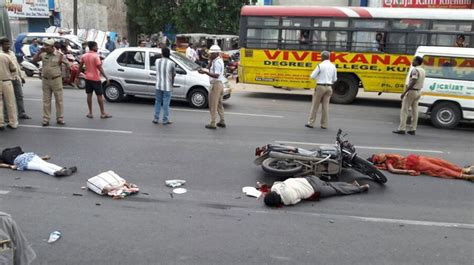 3 Of Family Killed In Road Accident In Kukatpally   Sakshipost
