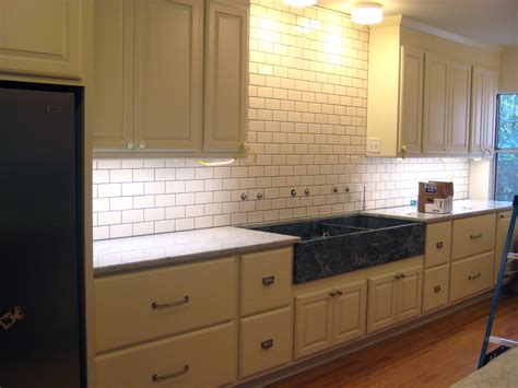 cream kitchen tile ideas subway tile backsplash with expresso cabinets white