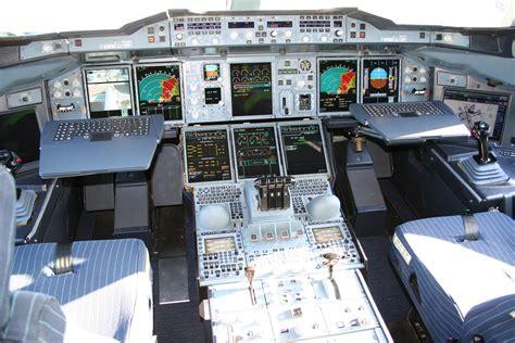 cabina di pilotaggio aereo file airbus a380 cockpit jpg
