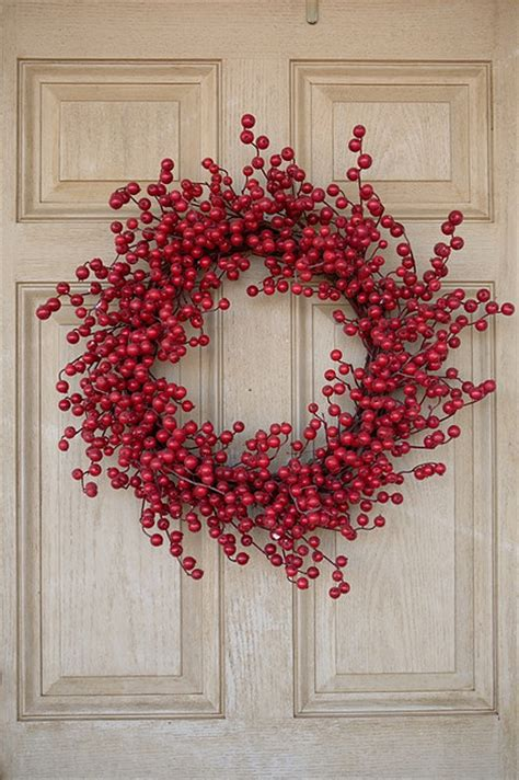 picture of red berry wreath