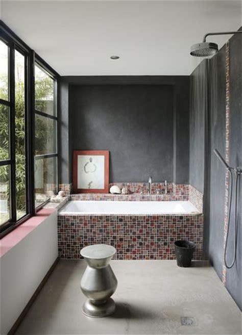 baignoire en mosaique carrelage salle de bains et si on carrelait aussi la