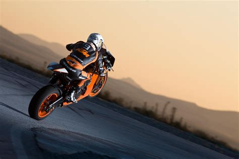 Ktm 1190 Wheelie The New Ktm Rc8 R For Road Track Ride The Wind