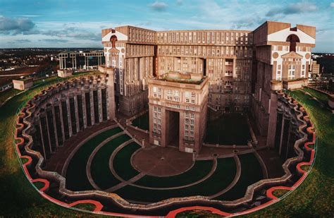 les armoiries noisy le grand le palacio d abraxas noisy le grand 600 unit