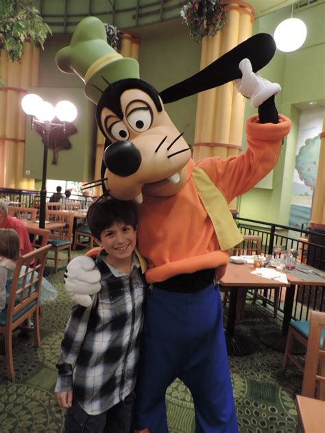 Garden Grove Character Dinner The Magic Is Real And It S Spectacular