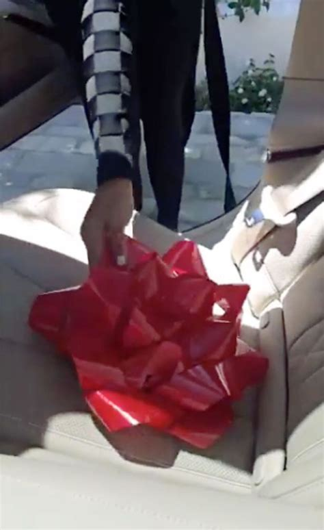 Kylie Jenner Makeup Gift Card - tyga buys kylie jenner 200k mercedes for 19th birthday after splashing out on a