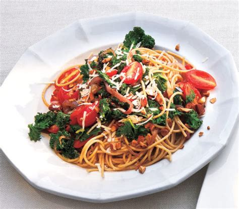 whole grain spaghetti with garlicky kale and tomatoes 20 fast dinner recipes real simple