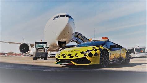 Lamborghini Vs Plane Emirates Boeing 777 Chases Lamborghini Supercar At Bologna