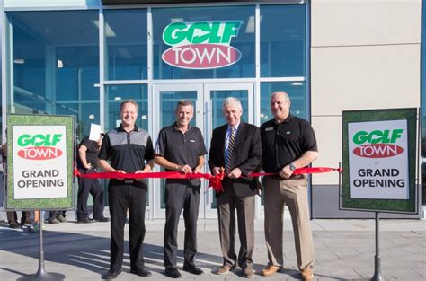 golf town scores big  markham grand opening event