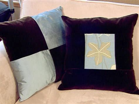 how to arrange pillows on a couch video how to arrange couch pillows