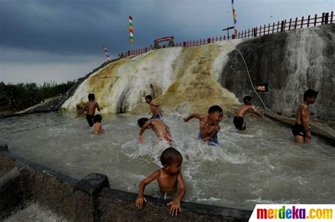 Peyek Bogor foto asyiknya berendam air panas gunung peyek di tengah sawah merdeka