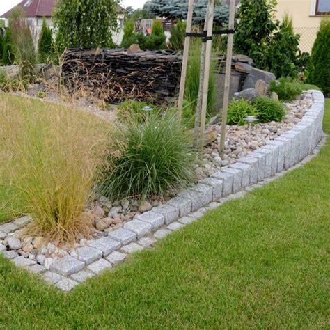 gartengestaltung mit gräsern granit palisaden gartengestaltung steine gruen gras