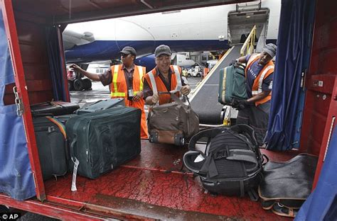 airlines collected more than 1 billion in baggage fees airlines collect a record 1 7 billion in baggage fees for