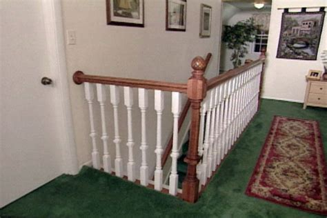 How to Install a Wood Stair Railing from a Kit ? DIY