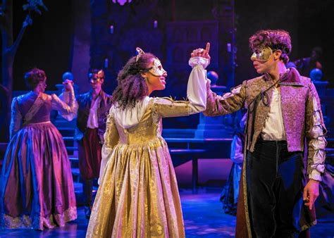short shakespeare romeo and juliet theatre reviews fleet romeo and juliet hurries our young lovers toward their fates chicago tribune