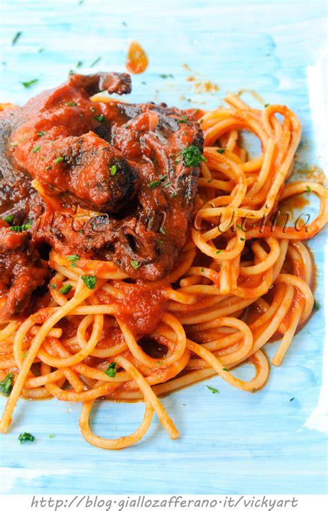 come si cucina il polpo al sugo spaghetti al sugo di polpo ricetta facile arte in cucina