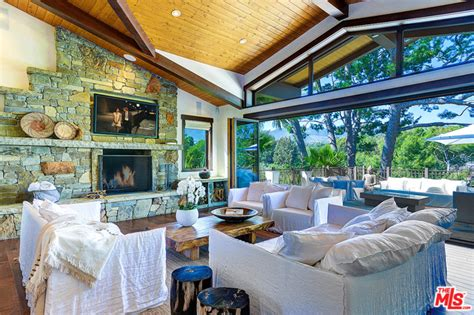 Carey Fronts Pinko Caign by Pink And Carey Hart List Malibu Home For 14 Million