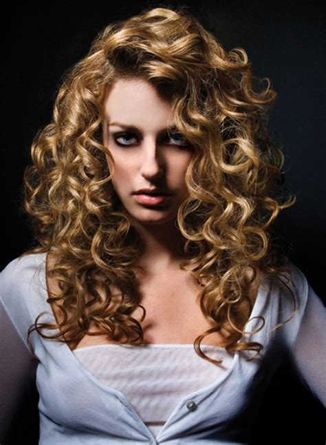 redheaded long hairstyle with semi spiral curls long spiral piggy back perm thinking about getting my
