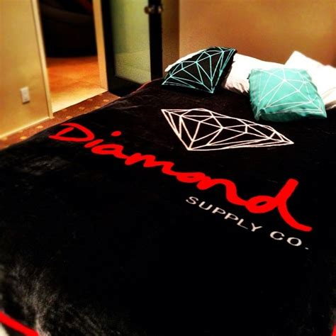 gucci wallpaper for bedroom diamond supply co bed set i need this stuff pinterest
