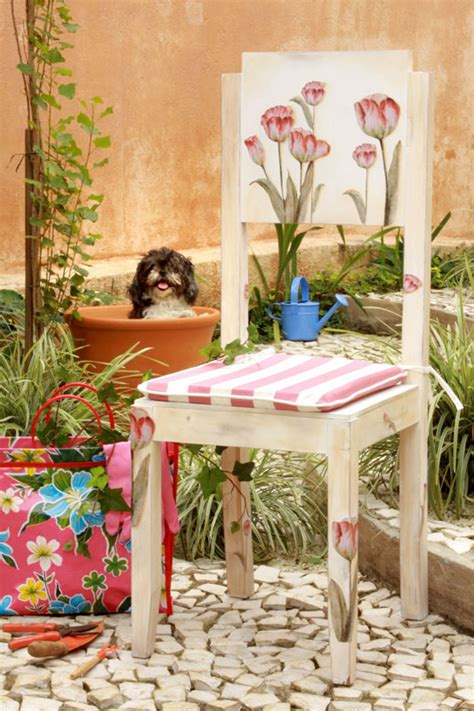 Decoupage Outdoor Furniture - garden furniture decorating ideas decoupage with napkins