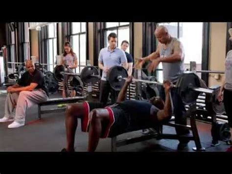 shaquille o neal bench press inside the nba chuck and shaq bench press off