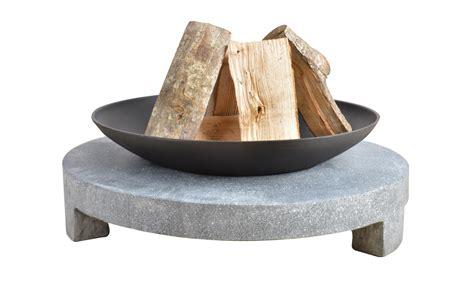 feuerschale sale feuerschale gusseisen runder sockel aus granito 216 68 cm