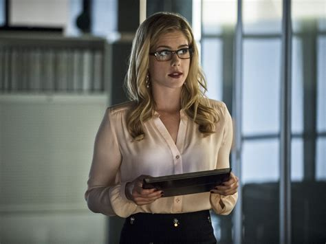 felicity smoak actress felicity will explore new territory in arrow season five