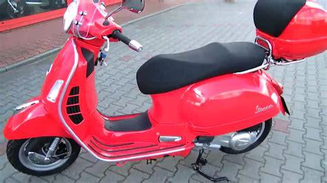 Roller Aufkleber Anbringen by Hc Anleitung Vespa Gts 125 2010 Roller Rot