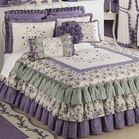 purple quilts and coverlets 1000 ideas about purple bedspread on pinterest carnival