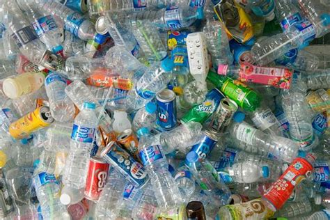 Raccolta Differenziata Bicchieri Di Plastica Riciclo Della Plastica Il Modello Italiano Ecologiae
