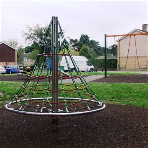 witches hat swing cumnor way play area 187 bracknell town council