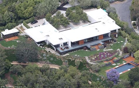 jennifer aniston house jennifer aniston has a chicken coop built on her 21million bel air estate as final