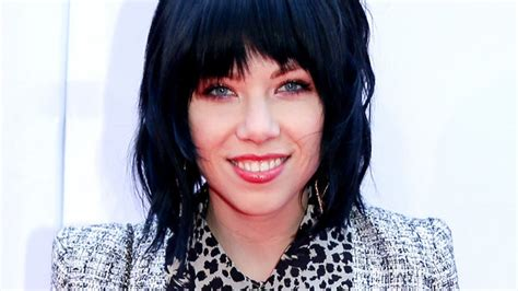 carly rae jepsen hairstyle back carly rae jepsen sings the new fuller house theme song