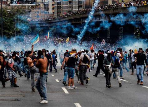 imagenes protestas venezuela confirman 2 muertos m 225 s en protestas en venezuela