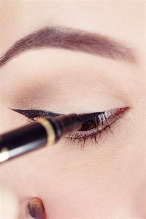 Eyeliner Liquid Lt Pro how to use scotch to your liquid eyeliner
