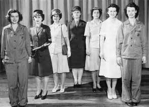 Dress uniforms worn by women marines during the course of world war ii