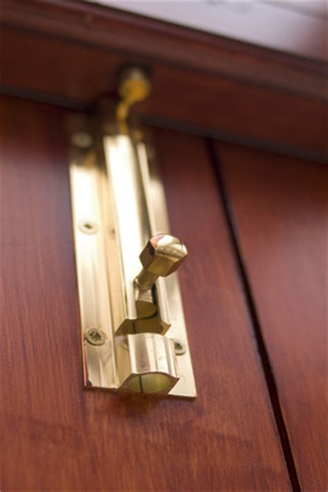 Sliding Closet Door Locks How To Lock Sliding Closet Doors Ehow Uk