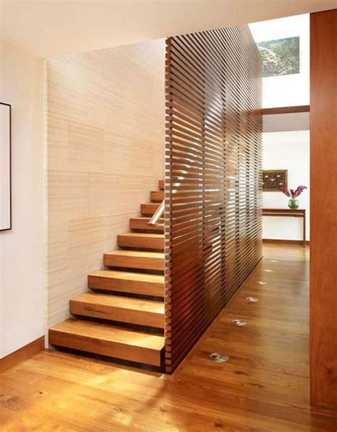 ringhiera di legno ad ogni scala il suo parapetto di design