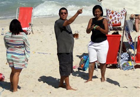Zeca 214m Lblf D Original zeca pagodinho solta pipa em praia do de janeiro quem quem news