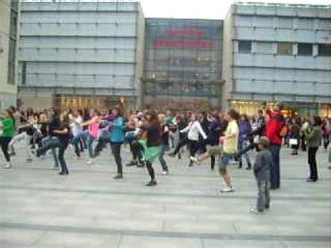 tutorial flash mob beat it flash mob michael jackson krak 243 w quot beat it quot 04 10 2009
